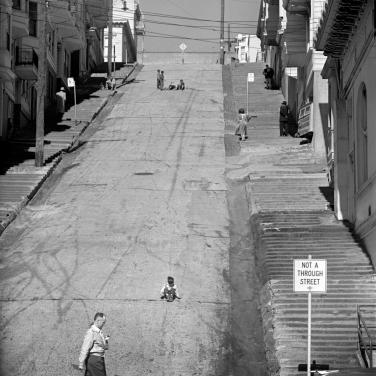 Steep hill, North Beach 1952 1002365
